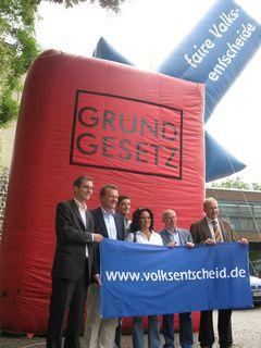 Mehr Demokratie auf dem Rudolfsplatz in Köln